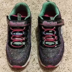 Used Sketchers tennis shoes
